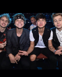 Best Friends With 5SOS.