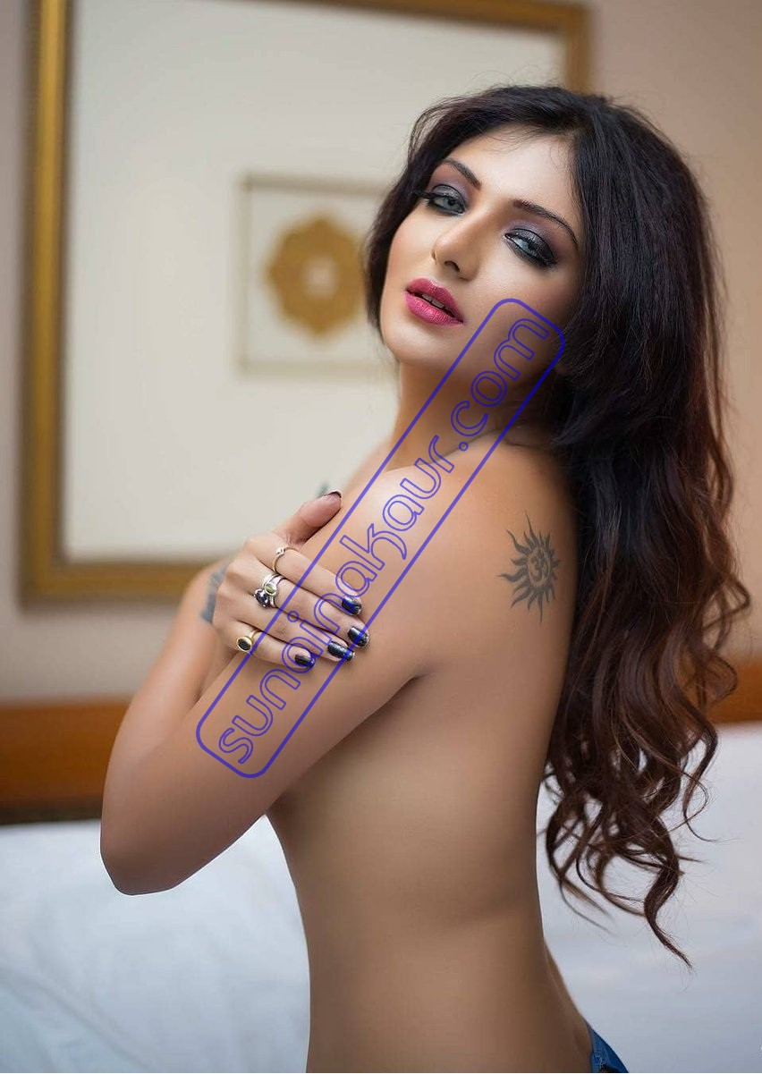 Living in the world of luxuries with Escorts Delhi