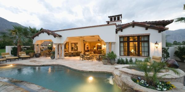 Approach Luxury Custom Home Builders Houston to Construct Your Dream Home