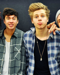 Australian High School Year (A 5sos Fanfiction)